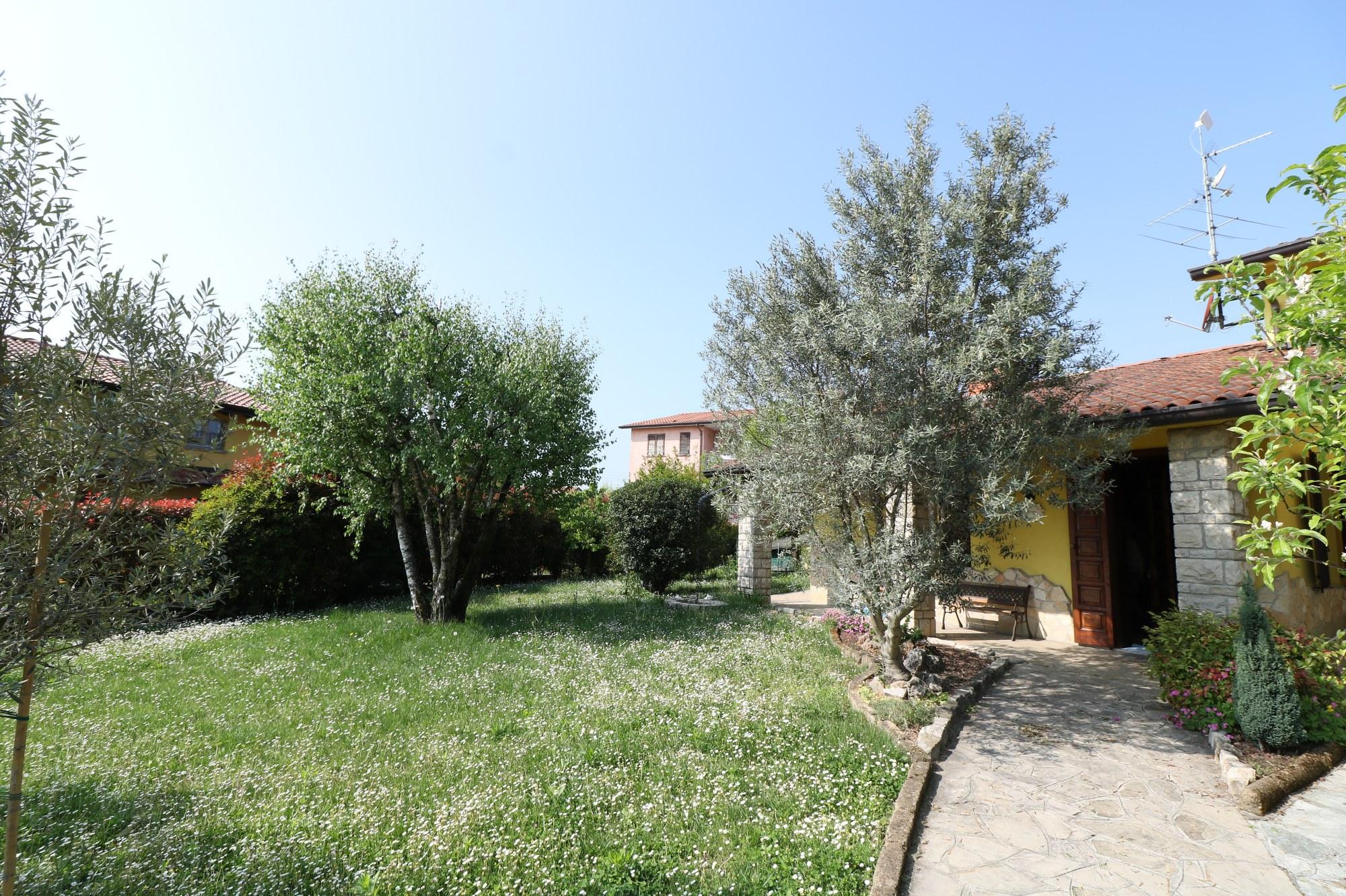 Villa Trifamiliare – Filago