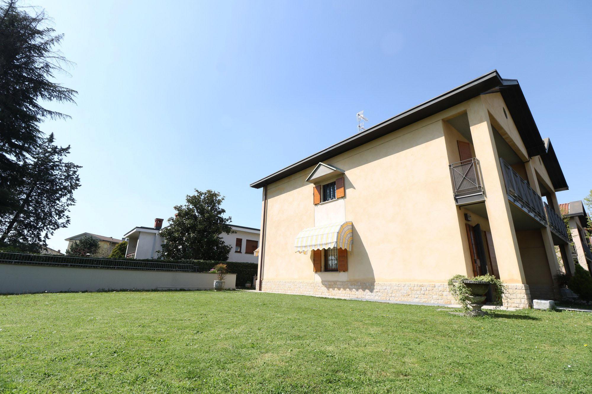 Villa Bifamiliare – Capriate San Gervasio