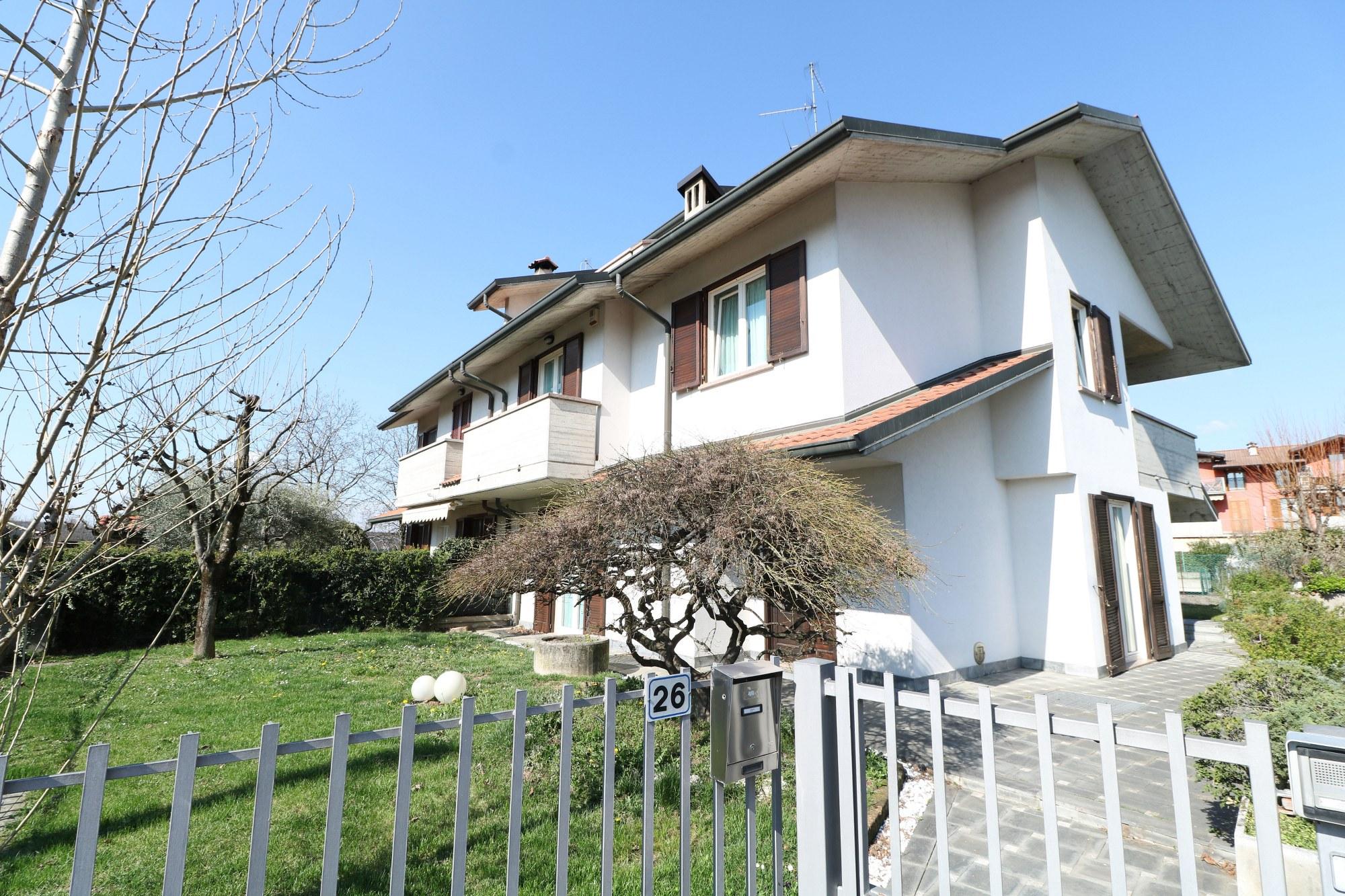 Villa Bifamiliare – Albano Sant'Alessandro